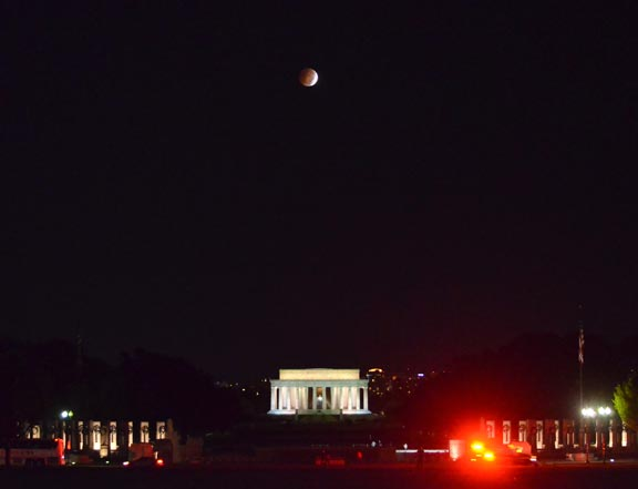 Blood-Moon-Lincoln-Memorial-Ambulance