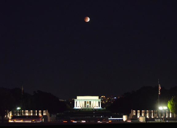 Blood-Moon-Lincoln-Memorial